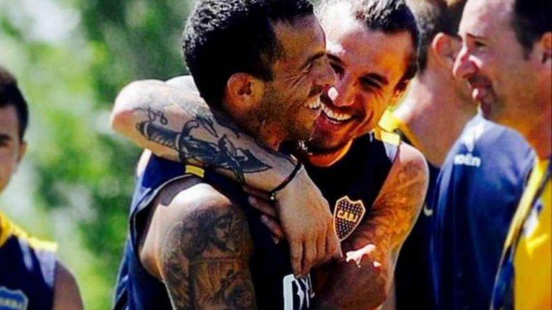 Carlos Tevez y Daniel Osvaldo estarán mañana en el ataque xeneize ante River en el primer Superclásico del año.