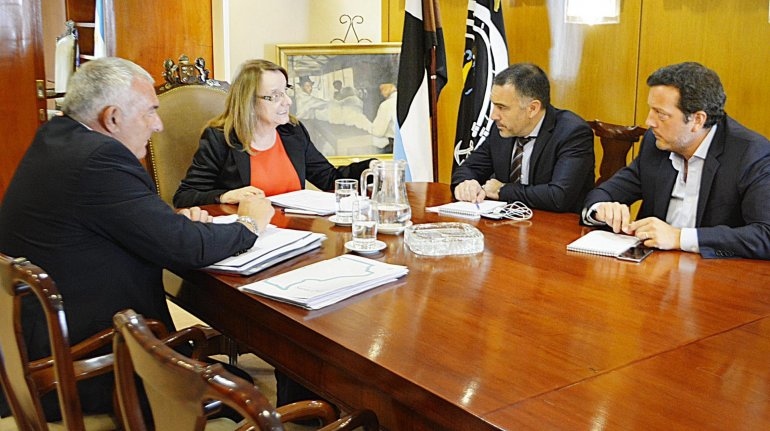 La gobernadora Alicia Kirchner convocó en su despacho al ministro de la Producción y a los responsables de Fomicruz y del Consejo de Educación.