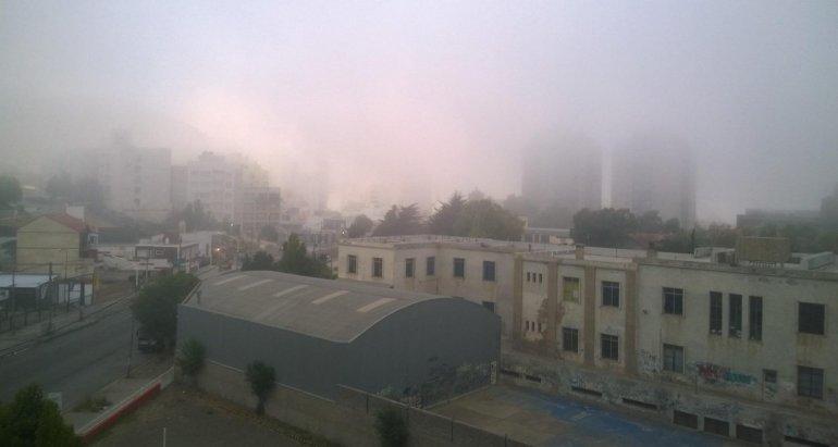 Los bancos de niebla se hicieron presente en esta ciudad y determinaron la cancelación de un vuelo a Buenos Aires.