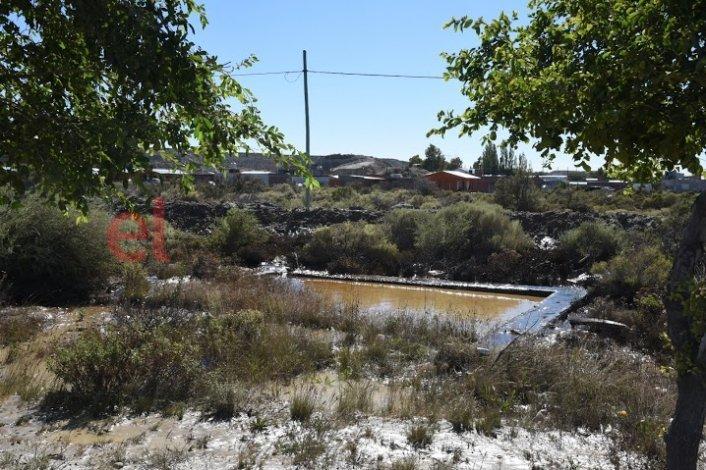 El derrame de petróleo afectó casas de la zona