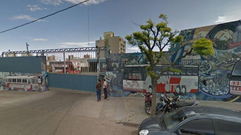 Encerraron a sereno en un colectivo y se robaron 50 mil pesos