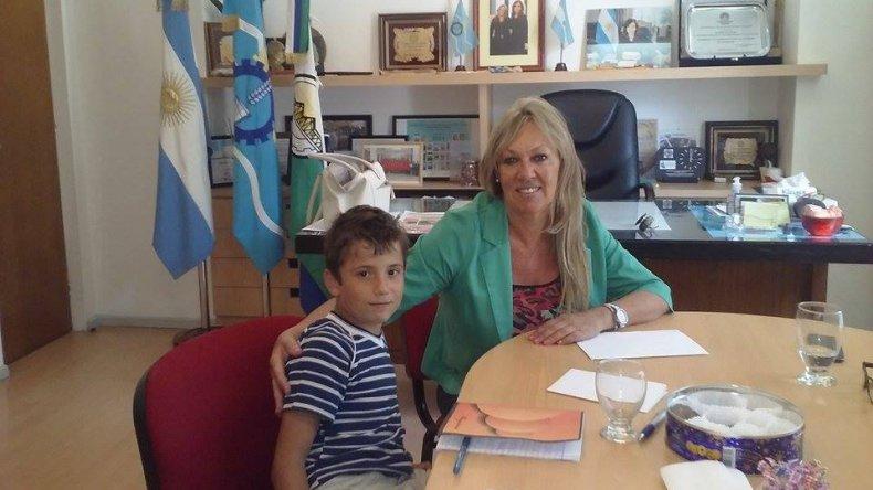 Agustín fue recibido por la intendenta Rossana Artero. Foto: Melania