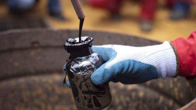 El precio mundial  del crudo cierra  febrero con una  tendencia a la baja