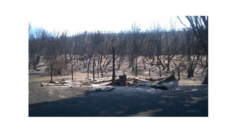 La familia Tardón perdió todo en el incendio. Foto: @hmercere.jpg