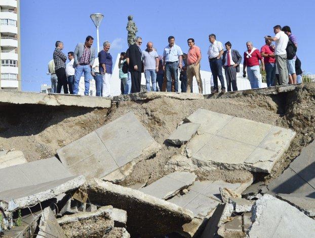 El colapso del muro costero en cercanías del monumento de La Galesa.