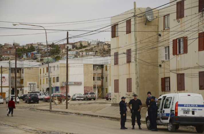 Detienen a dos hombres y una mujer con un arma en las 1.008 Viviendas