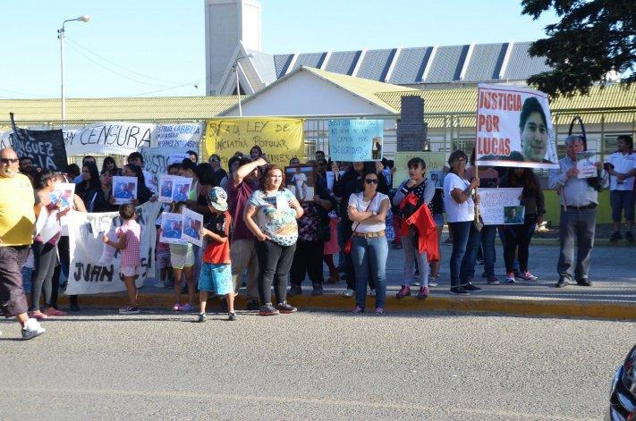 Familiares y amigos de catorce víctimas de asesinatos marcharon por el centro y pidieron justicia.