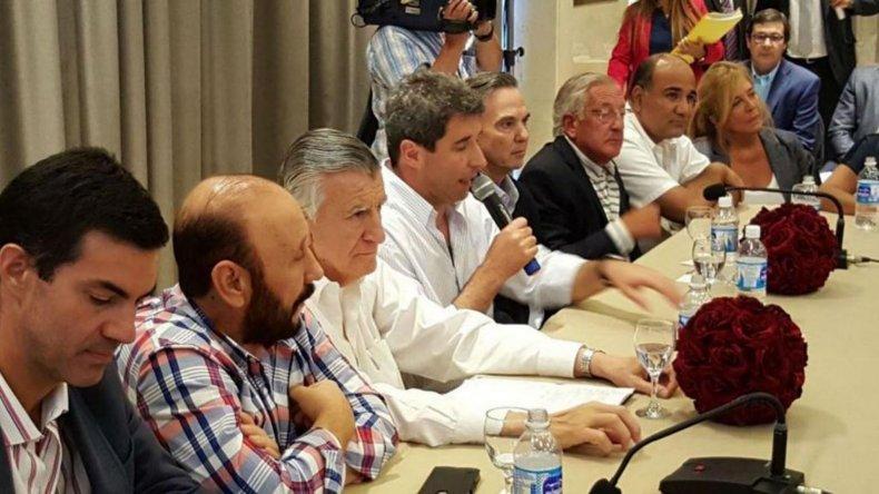 Diez gobernadores participaron de la cumbre que se desarrolló en San Juan.