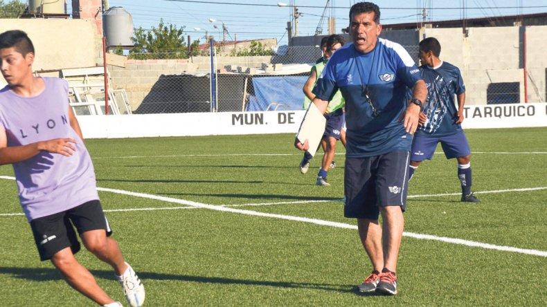 Luis Pity Murúa dirigiendo una de las últimas prácticas de Newbery