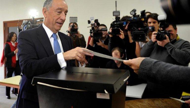 Marcelo Rebelo de Sousa al emitir su voto.