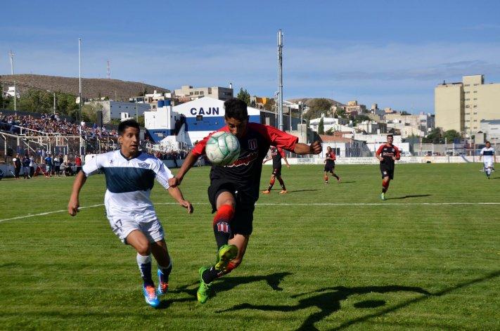 Florentino Ameghino se llevó una valiosa victoria de la cancha de Jorge Newbery.