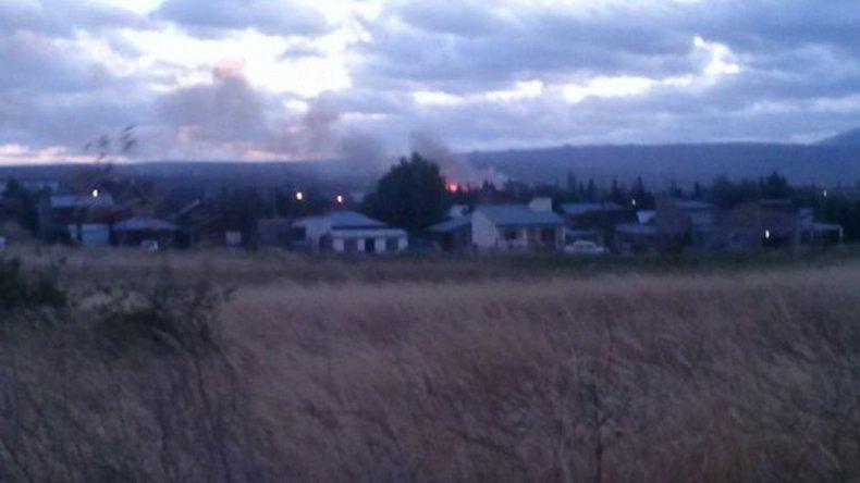 Incendio fuera de control en Trevelin. Foto: @JorgePosse.