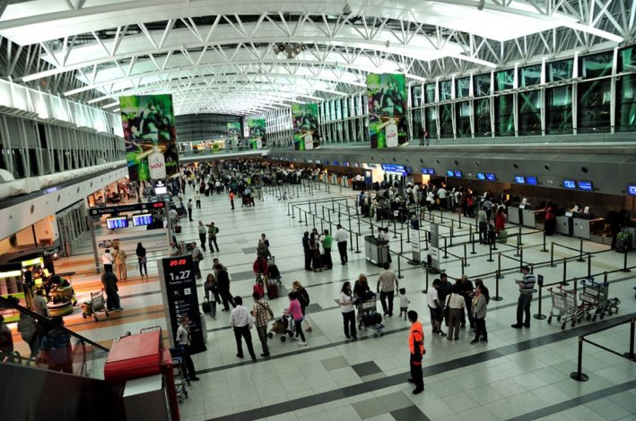 Conflicto gremial paraliza los vuelos internacionales de LAN en Ezeiza
