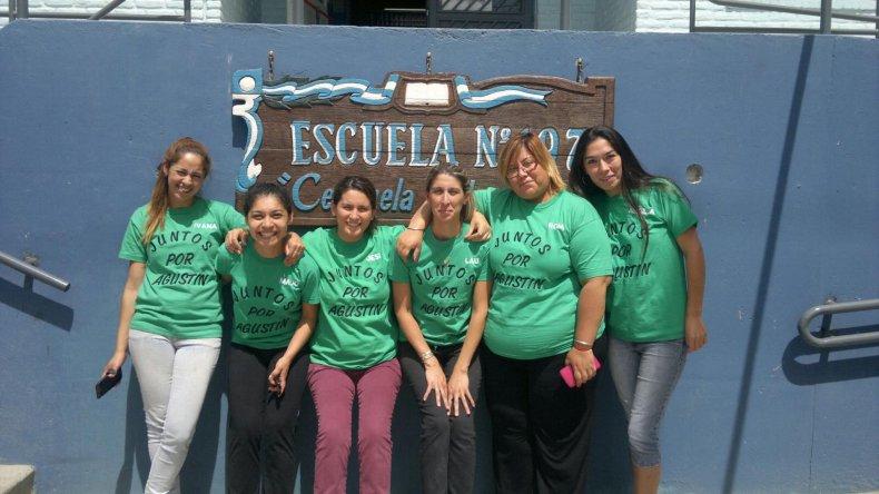 La feria de empanadas para ayudar a Agustín se desarrolló el domingo en la Escuela 197.