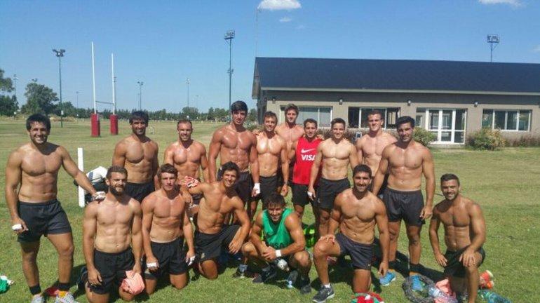 Suspiran las mujeres: la selección de rugby entrena sin remera
