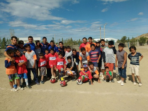 Los jugadores de la CAI visitaron a los chicos del Stella Maris