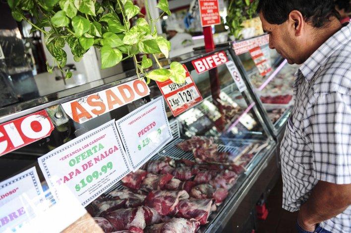 En supermercados y carnicerías no se refleja un descenso de precios que acompañe las bajas registradas en los mercados de hacienda.