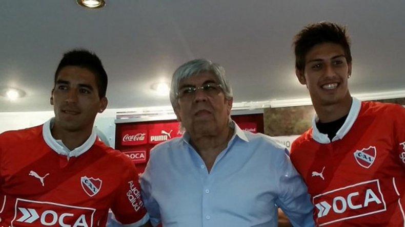 Hugo Moyano encabezó la presentación de Leandro Fernández y el volante Emiliano Rigoni