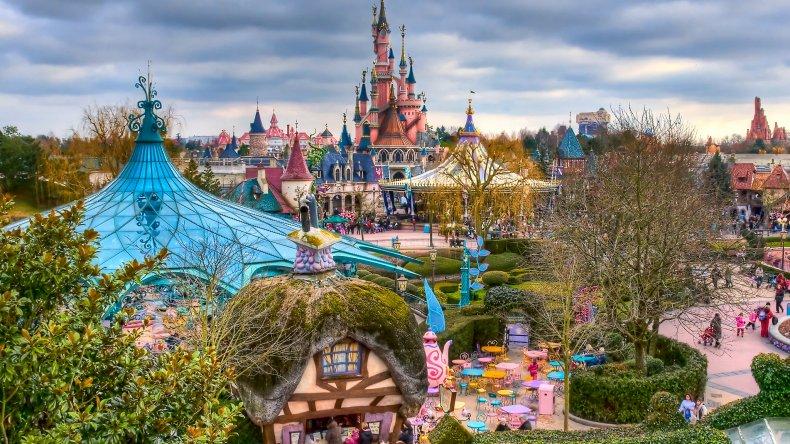 Sospechoso armado y con un Corán en Disneyland París