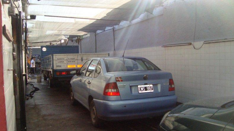 Empleados de un lavadero detenidos por quedarse con la plata hallada en un auto