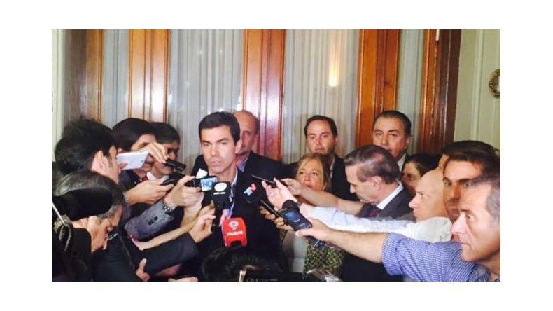 Juan Manuel Urtubey a la salida del encuentro con los legisladores.