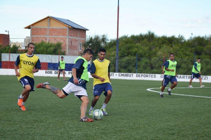 El plantel de Jorge Newbery hizo fútbol en la tarde de ayer en cancha de USMA.