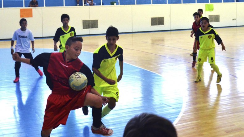 Hoy continuará desarrollándose en el gimnasio municipal 1 el Torneo de Verano que organiza la Asociación Promocional.