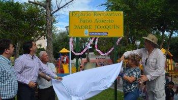 En el cierre de la Colonia de Verano de Patio Abierto, el municipio distinguió al padre Joaquín López.
