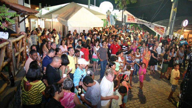 Es considerado un pueblo cosmopolita y cuenta con gran variedad de bares y boliches bailables para disfrutar en la noche.