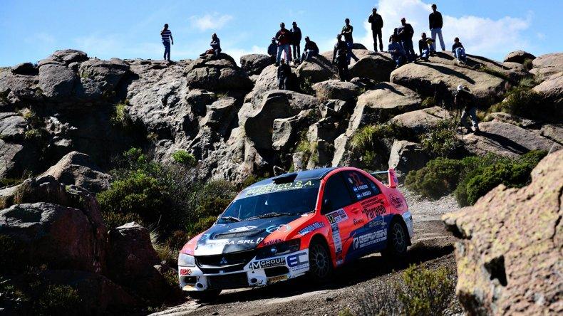 Omar Kovacevich en acción con su Mitsubishi Lancer Evo IX en ocasión del Rally GP de Villa Carlos Paz 2015.