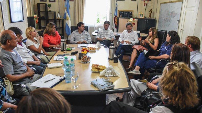 La primera reunión que se desarrolló el jueves en el municipio con la presencia de representantes de clínicas y sanatorios y referentes del servicio público de salud.