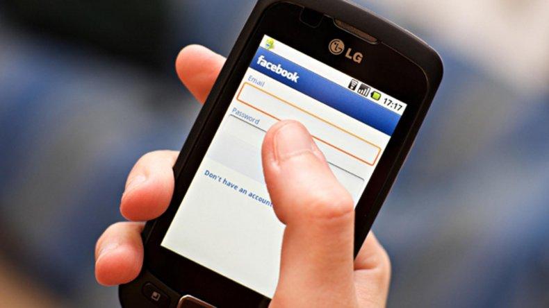 El uso de redes sociales se convierte en  adicción si altera la vida de los usuarios