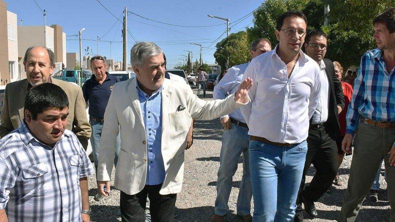 El gobernador entregó viviendas en Trelew