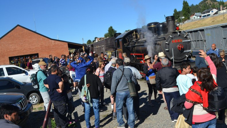 En la Cordillera de Chubut La Trochita es un éxito en verano. Desde la apertura de su temporada el 4 de enero ya tuvo 7.875 pasajeros.