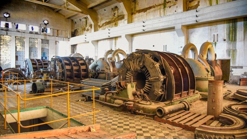 Las históricas turbinas de la Central Termoeléctrica de Kilómetro 5 están siendo vaciadas