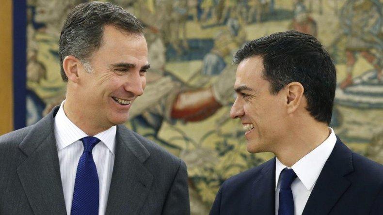 El rey Felipe VI en su encuentro con el líder socialista Pedro Sánchez.