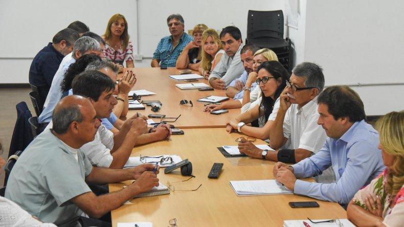 Un nuevo encuentro para analizar la situación crítica en Pediatría se celebró ayer en el Concejo. Mañana volverán a reunirse y esperan la presencia del ministro de Salud
