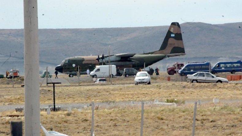 El Hércules de la Fuera Aérea aterrizó con éxito en el aeropuerto de Río Gallegos luego que debiera abortar su viaje a la Antártida debido a problemas en su tren de aterrizaje.
