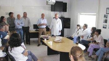 La reunión que encabezó ayer el ministro de Salud, Leandro González.