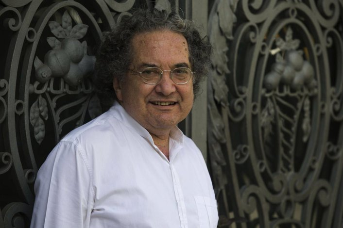 Ricardo Piglia fue galardonado con el Premio Ciutat de Barcelona en el rubro literatura en lengua castellana.