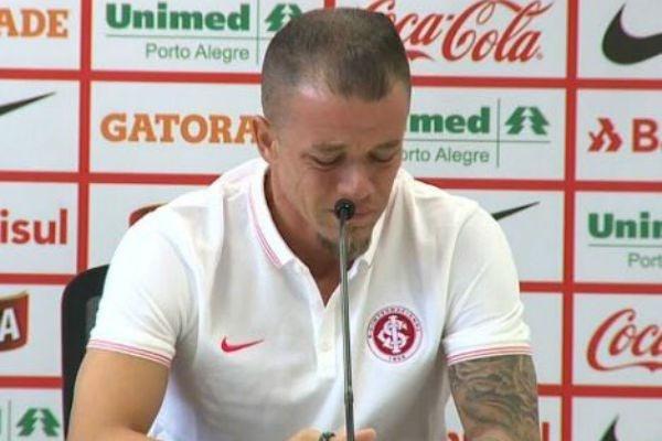 DAlessandro se emocionó en su despedida del Inter de Porto Alegre