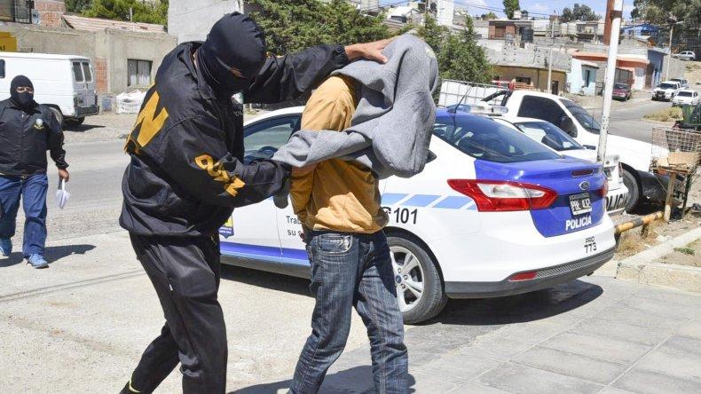 Nathanael González fue detenido en su domicilio. Las escuchas telefónicas que hizo la policía lo comprometen seriamente.
