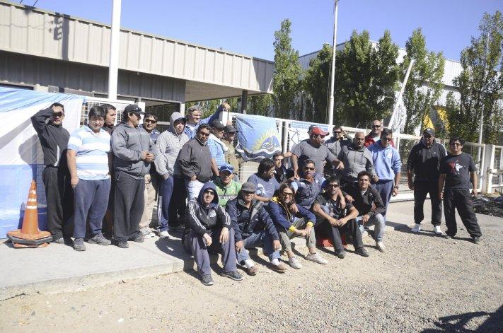 Durante dos días operarios de Lufkin Argentina de Santa Cruz tomaron la planta que la empresa tiene en el Parque Industrial de Comodoro Rivadavia en reclamo de haberes mal liquidados.