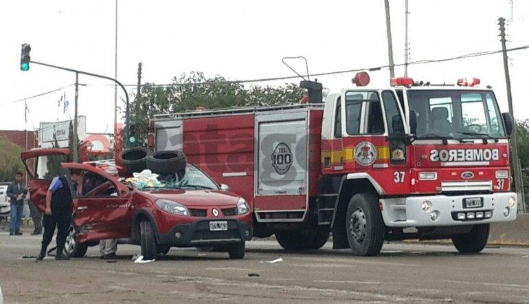 Grave accidente en la Ruta 3: una mujer quedó atrapada y debió ser auxiliada