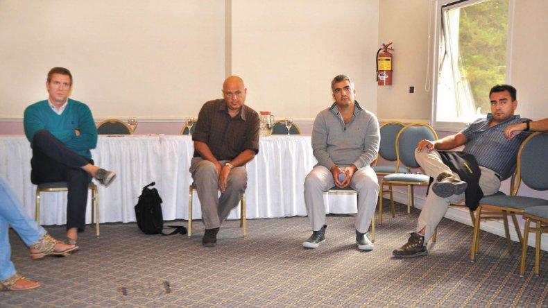 La reunión que los dirigentes del PRO celebraron ayer en un hotel de esta ciudad.