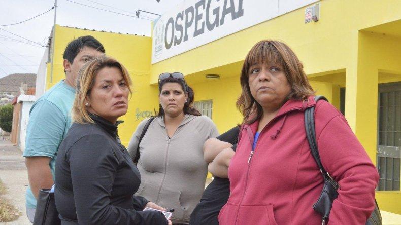 Familiares del petrolero Sebastián Carrizo denunciaron públicamente que OSPEGAP está incurriendo en el grave delito de abandono de persona por dilatar una urgente evacuación sanitaria.
