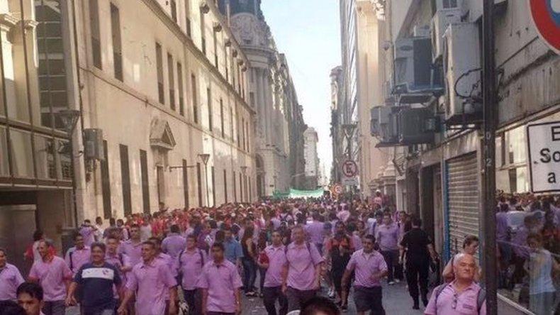 Camioneros protestan frente al Banco Central en contra de resúmenes online