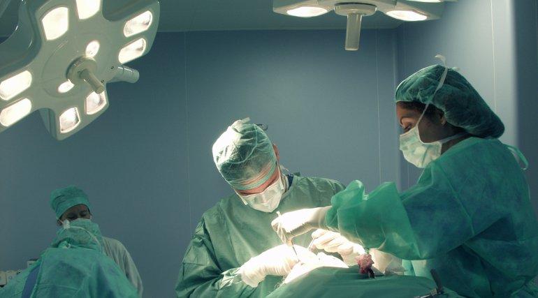 Operan por primera vez en el  país a un feto de 30 semanas