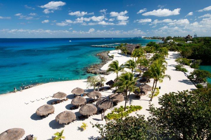 También posee hermosas playas para los que prefieren una estadía tranquila bajo el sol.