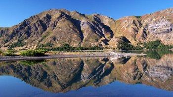 Las lagunas Epu Lauquen ,verdaderos lagos cordilleranos de gran belleza, ideales para la pesca.